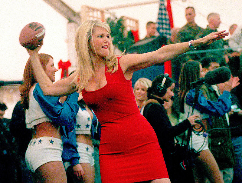 MINIMALIZM Modelka Christie_Brinkley_w ultraseksownej sukience - 1999