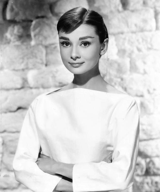 MODA NA DZIEWCZĘCOŚĆ Audrey_Hepburn_1956