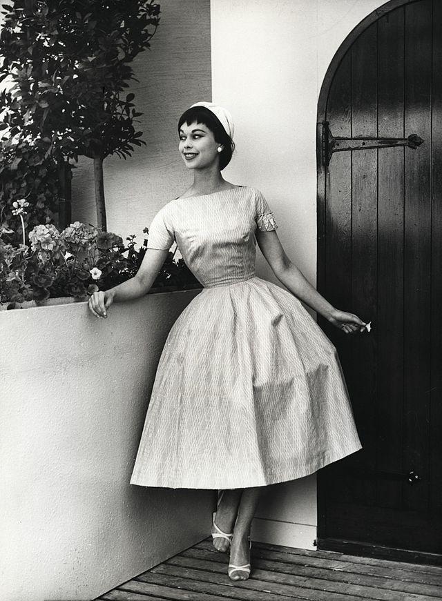 MODA NA DZIEWCZĘCOŚĆ a la Hepburn 1955