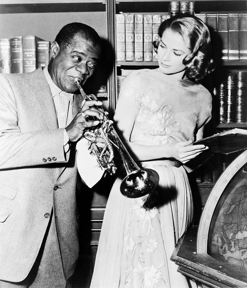 Louis_Armstrong_and_Grace_Kelly_on_the_set_of_-High_Society-,_1956