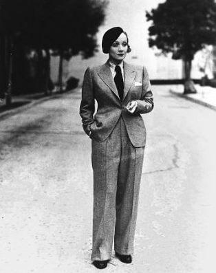 5 – kolejny garnitur Dietrich w tak zwanym stylu wiejskim, 1935 rok